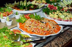Platten des Salats im Buffet Lizenzfreie Stockfotografie