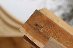 Platten einer Holzverarbeitung, zum des Hauses zu verzieren Stockfoto