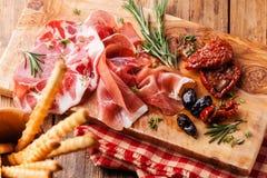 Platten- und Brotstöcke des kalten Fleisches Stockbild