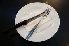 Platten und Tischbesteck Lizenzfreies Stockbild