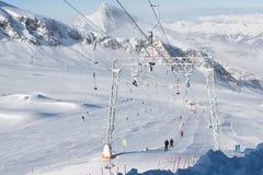Plattenaufzug in den Alpen Stockfotografie