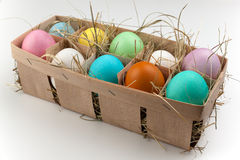 Plattenspeicher mit einheitsgerechten Adressen von zehn färbte Eier lokalisiert auf Weiß Lizenzfreie Stockfotos
