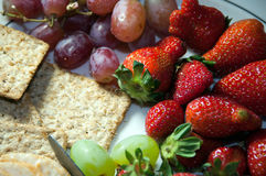 Platter of fruit and crackers Royalty Free Stock Photography