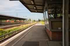 Plattform av järnvägsstationen i Berlin, Tyskland Fotografering för Bildbyråer
