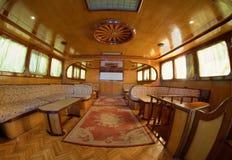 Plattform des netten Bootes stockfoto