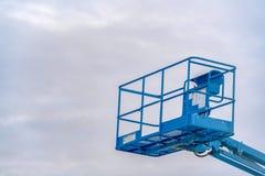 Plattform för flyg- arbete mot molnig himmel i Utah arkivbilder