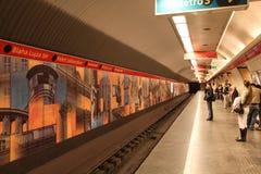 Plattform i tunnelbana i Budapest Arkivbilder