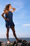 plattform kvinna för hav Royaltyfria Bilder