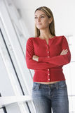 plattform kvinna för korridor royaltyfri foto