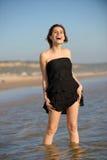plattform kvinna för strand royaltyfri bild