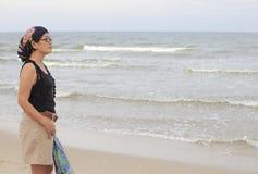 plattform kvinnor för strandhav Royaltyfria Bilder