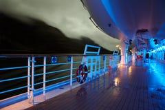 Plattform mit Rettungsbooten Stockbilder