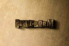 PLATTFORM - närbild av det typsatta ordet för grungy tappning på metallbakgrunden Royaltyfria Foton