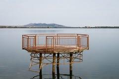 plattform på sjön Royaltyfri Fotografi