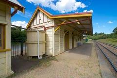 Plattform som ser östlig, Robertson järnvägsstation, New South Wales, Australien Arkivbilder