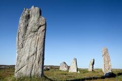 Plattform stenar mot en blå sky Royaltyfria Bilder