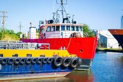 Plattform-Versorgungs-Schiff stockbild