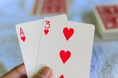 Plattform von Spielkarten lizenzfreie stockbilder