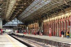 Plattformar 2- och för 3 Preston järnvägsstation royaltyfri bild