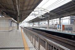Plattformen an der Kyoto-Station Stockbild