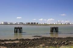 Plattformen an Holehaven-Nebenfluss, Canvey Island, Essex, England Lizenzfreie Stockbilder