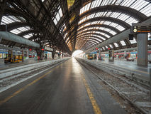 Plattformen Stazione Centrale in Mailand Stockfoto