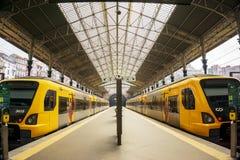 Plattforms железнодорожного вокзала бенто São, Порту, Португалии стоковые изображения