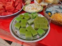 Plattor av traditionell thailändsk mat Arkivfoton