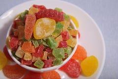 Plattor med sötsaker Marmelad och kanderad frukt royaltyfri fotografi