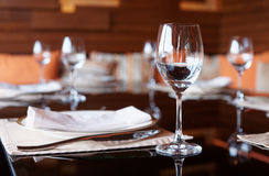 Platz-Einstellung in einer Gaststätte Stockbild