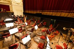 Platz für das Orchester an der Oper Stockbilder