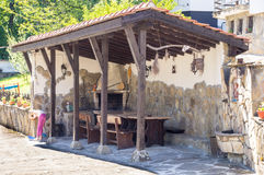Platz für einen Grill am heiligen Berg im Dorf von Oreshak in Bulgarien Stockfotografie