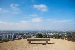 Platz für entspannen sich Bank in einem schönen Standort Lizenzfreies Stockfoto