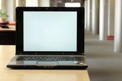 Platz für Exemplar am Laptopbildschirm Stockfoto