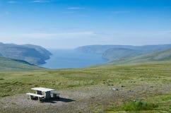 Platz für Rest in der norwegischen Insel Mageroya stockbild