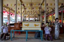 Platz spenden Särge für die Toten und keine Verwandten bei Mongkhon C Lizenzfreie Stockfotografie