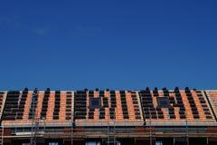 Platzierung der Dachfliesendachkonstruktion Stockfotografie