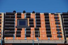 Platzierung der Dachfliesendachkonstruktion Stockfoto