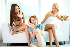 Plaudernde Mädchen Stockfotos
