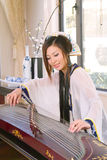 Play guzheng Royalty Free Stock Images