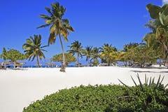 Playa埃斯梅拉达-在奥尔金,古巴靠岸 免版税库存照片
