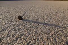 Playa беговой дорожки в Death Valley, Калифорнии, США стоковые фотографии rf