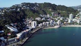 Playa aérea, oriental de la bahía y hogares que establecen el tiro 4k metrajes