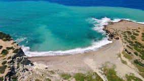 Playa abandonada con agua cristalina en orillas del mar Mediterr?neo, visi?n a?rea almacen de video