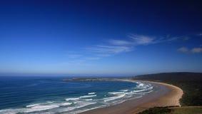 Playa abandonada con los cortacircuítos Imagenes de archivo