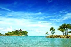 Playa aislada de la laguna en las zonas tropicales fotos de archivo