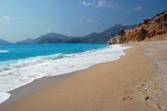 Playa aislada hermosa en Oludeniz, Turquía Foto de archivo libre de regalías