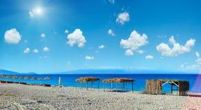 Playa Albania de Pulebardha de la mañana del verano Imagen de archivo