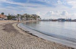 Playa arenosa del invierno Imagenes de archivo