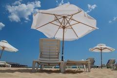 Playa asoleada Fotos de archivo libres de regalías